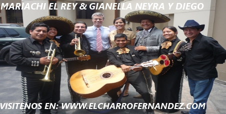 King mariachi with the protagonists of the successful gomez