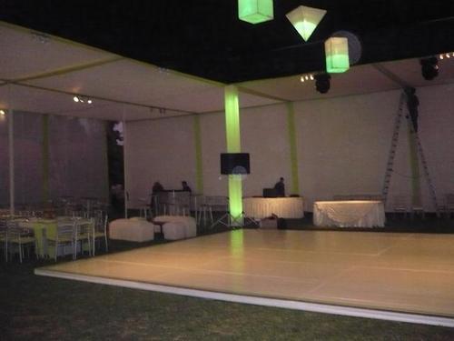 Bouwkundig Luifel, kolommen en verlichte dansvloer