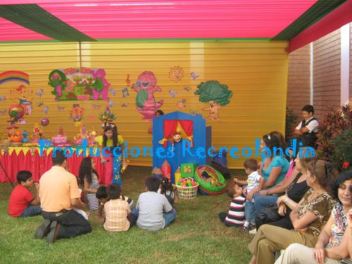 Children's puppet show with educational lessons